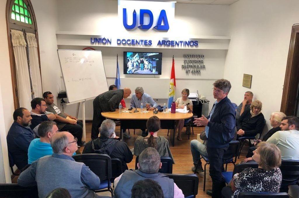 UDA exige una convocatoria a paritaria y por ahora no va al paro
