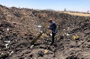 Los aviones siniestrados no tenían el sistema de seguridad que Boeing vende como opcionales - Cráter que dejó el avión de Ethiopian al precipitarse a tierra. Junto con el siniestro del aparato de Lion Air, las víctimas fatales sumaron más de 450. -