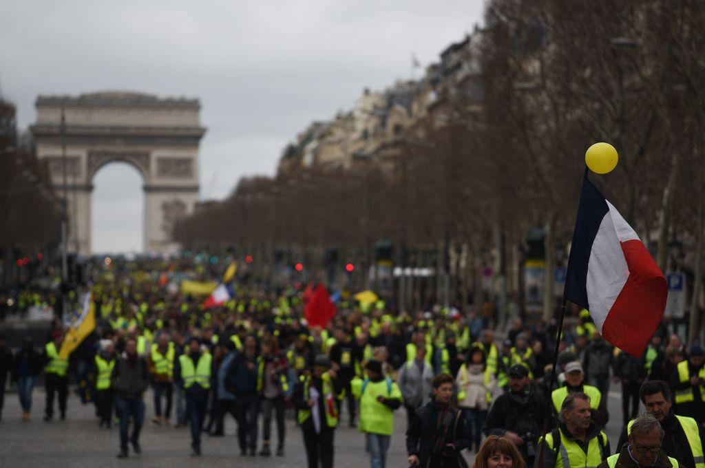 Le prohíben a los chalecos amarillos manifestarse en los Campos Elíseos