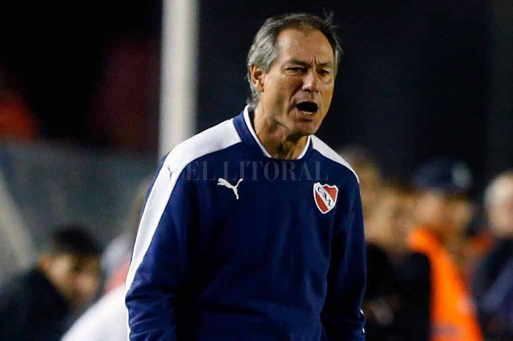 Aseguran que Holan sigue en Independiente hasta el 2021