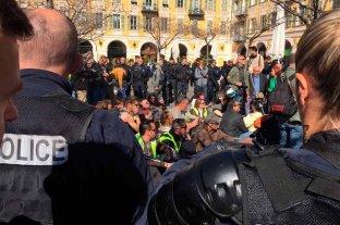 """Pese a la prohibición, los """"chalecos amarillos"""" volvieron a marchar en Francia"""