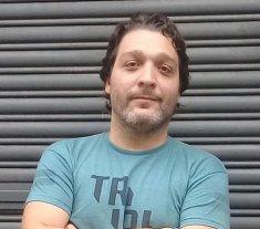 Taller de narrativa de Mariano Pereyra Esteban - Mariano es licenciado en Comunicación, trabajó en medios argentinos y realizó estudios de arte. Actualmente, vive en la Ciudad de Buenos Aires. -