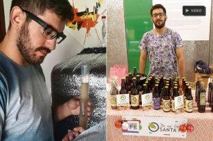 Emiliano, el fabricante de placeres: fernet, cerveza y nachos artesanales - De Mi Tierra Santa Fe. Es una marca colectiva de certificación que otorga la provincia a Microindustrias agroalimentarias. El joven emprendedor, en una de las tantas ferias en las que ofrece sus productos. -