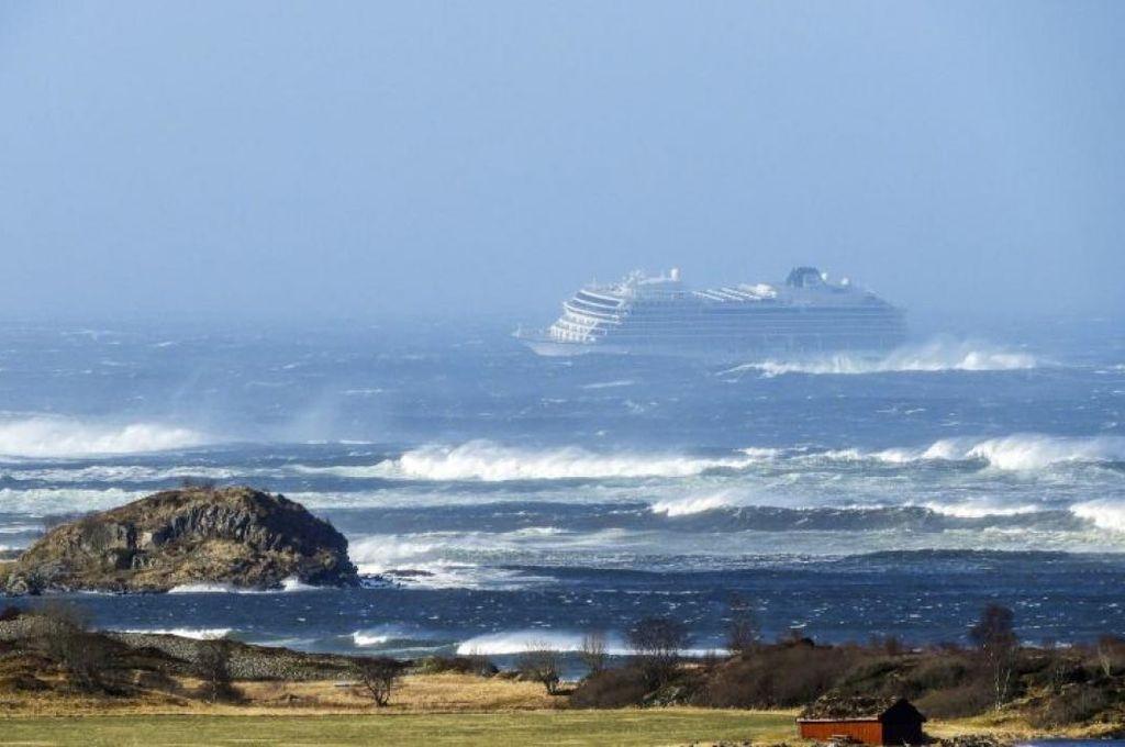 Rescataron a más de 1.300 personas de un crucero a la deriva en Noruega