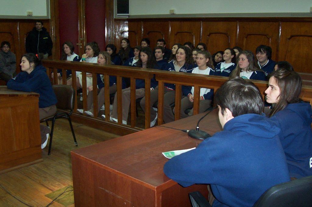 Estudiantes a Tribunales y jueces en las aulas