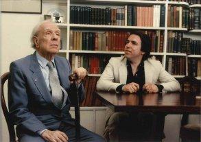 Borges-Hombre en diálogo  - Borges y Ferrari en una imagen de los 80, durante uno de sus tantos encuentros, reproducidos en diversos libros, que evidencian la extraordinaria capacidad, memoria, humor e ironía del Borges oral. -