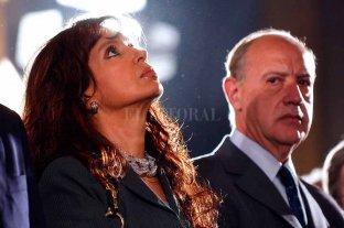"""Lavagna dice que no """"conversaría"""" con Cristina Kirchner - Viejos tiempos. Año 2005, Cristina Kirchner era por entonces primera dama y Roberto Lavagna ministro de Economía de Néstor Kirchner -"""