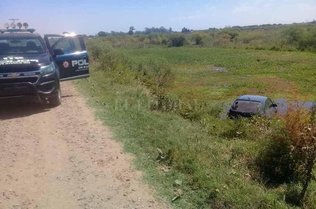 Personal policial se acercó hasta el lugar y comenzó con las primeras tareas investigativas. <strong>Foto:</strong> El Litoral