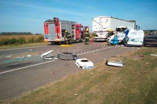 Choque de camiones  con saldo fatal  - La imagen da cuenta de la violencia que tuvo el encontronazo.