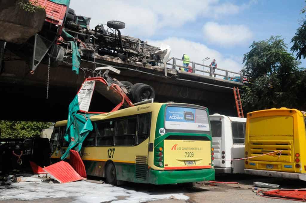 Un choque de camiones tuvo dos heridos y generó importantes demoras