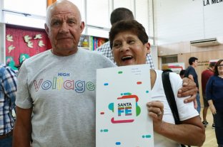 Entregaron 100 escrituras a familias de la ciudad de Santa Fe -  -