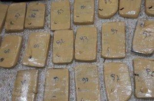 Secuestraron mil kilos de marihuana en el sur de Buenos Aires -  -