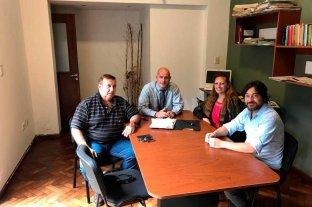 Un socio cree que Colón  hizo un llamado incorrecto - Hugo Benuzzi, en la punta de la mesa y acompañado por otros integrantes de la Agrupación Ricardo Magdalena: Ricardo Luciani, Mabel Carballo y Francisco Cuello.