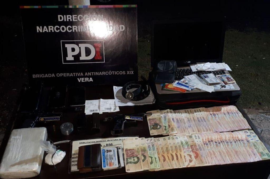 Cayeron dos narcopolicías con más de un kilo de cocaína pura en Vera