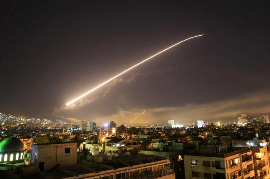 Israel bombardeó almacenes de armas iraníes en Siria