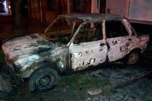 Abril arranca con un auto quemado en Santa Fe