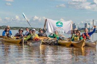 Reman todo el río Paraná para denunciar su contaminación