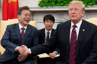 Moon y Trump buscan reactivar el diálogo con Corea del Norte