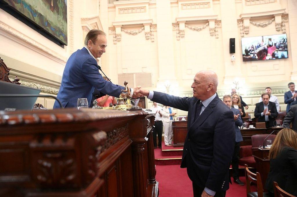 Di Pollina le tomó juramento a Bonfatti que fue elegido, por unanimidad, para seguir al frente de la Cámara Baja. Crédito: Cámara de Dipútados