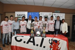 Independiente presentó el máximo trofeo provincial
