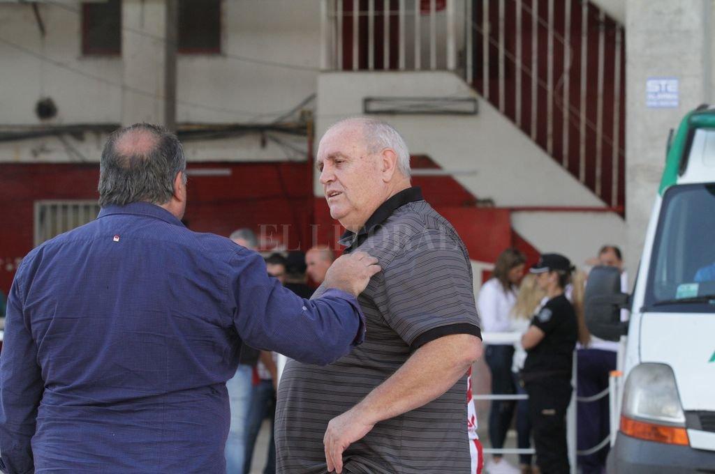 Va por los 13 años... </BREVES TXT>En junio de este año, Luis Spahn cumplirá diez años al frente del Club Atlético Unión, por lo que en caso de ganar las elecciones del mes de mayo se aseguraría tres años más de gestión en la entidad de la avenida López y Planes. Las 48 horas en Guayaquil, entre lunes y martes, antes de ir a la altura de Quito, serán decisivas para definir lo que falta en la lista del oficialismo.  <strong>Foto:</strong> Mauricio Garín