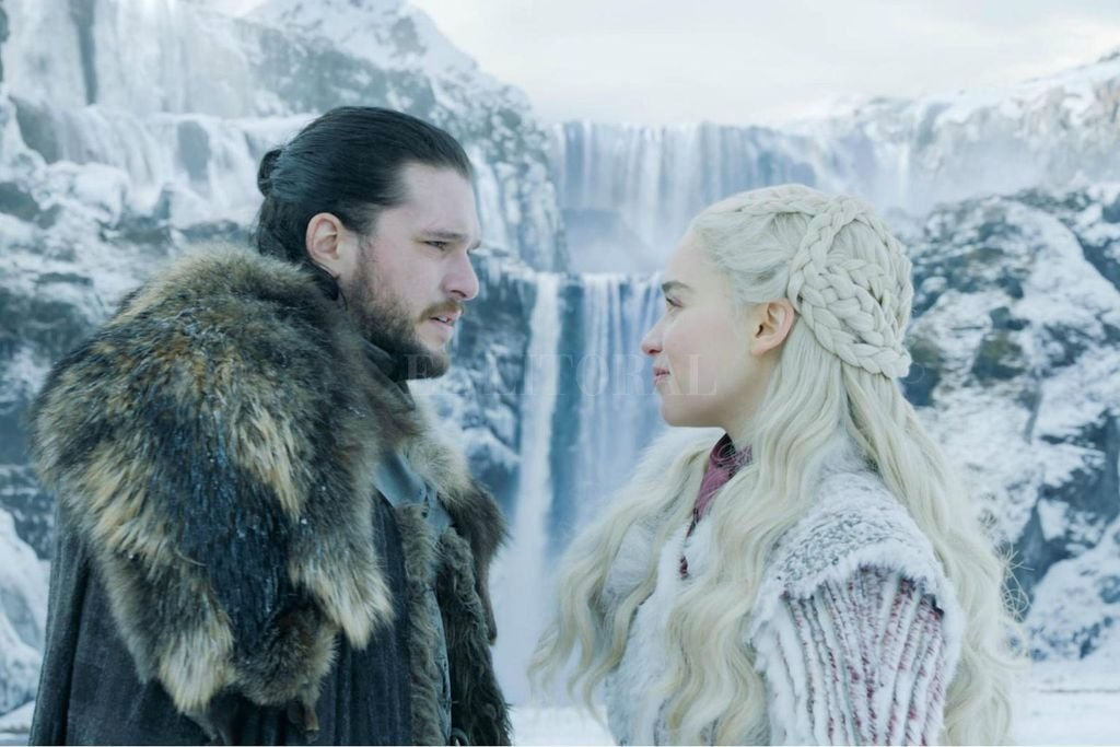 Un descanso romántico en la nieve entre Jon Snow y Daenerys Targaryen, en la previa de la batalla que sobrevendrá. Gentileza HBO