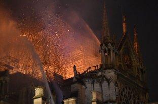 Investigan el incendio en Notre Dame focalizado en la zona de restauración