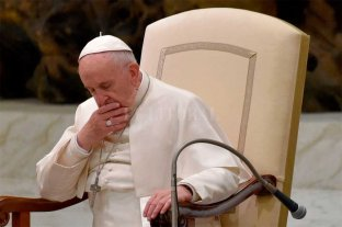 Papa Francisco reza por la población parisina