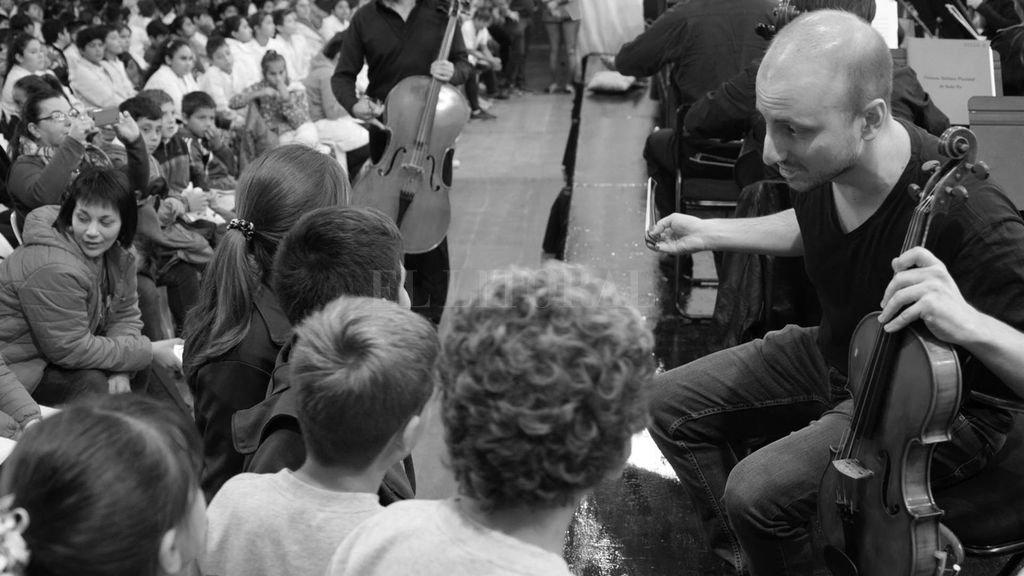 El objetivo es conectar a la juventud con el universo de la música académica, aportándole herramientas para su comprensión y análisis. <strong>Foto:</strong> Gentileza OSPSF