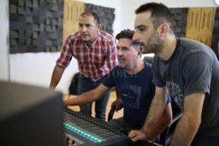 """""""Mi primer demo en la Mediateca"""" - El objetivo de esta iniciativa es promover el desarrollo de los proyectos seleccionados a través de la grabación de su música en un estudio profesional -"""