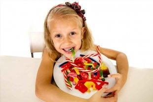 ¿Debe regularse el consumo de azúcar en los niños sanos?