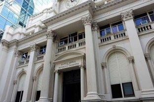 Demora el BCRA su aval a créditos para pagar salarios