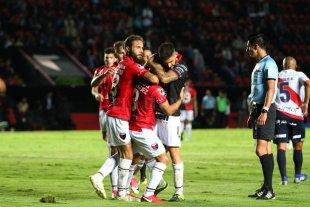 Las fotos de la clasificación de Colón ante Deportivo Municipal