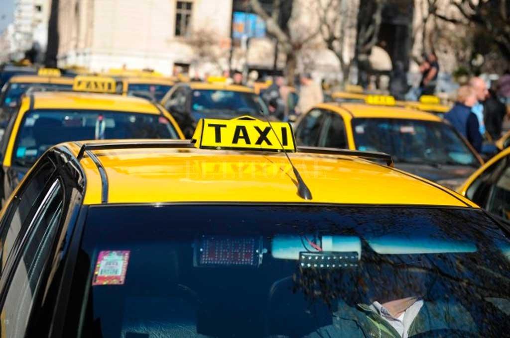 """TODO UN DATO. Los propios licenciatarios de taxis fueron quienes trasladaron la inquietud de que """"el Estado analice y ponga en vigencia esta modalidad para flexibilizar los métodos de pedidos y ahorrar el costo de las llamadas telefónicas"""".  <strong>Foto:</strong> Archivo El Litoral"""