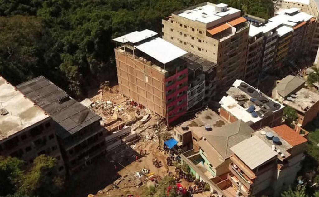 Ascienden a 20 los muertos en Río de Janeiro por el derrumbe de dos edificios