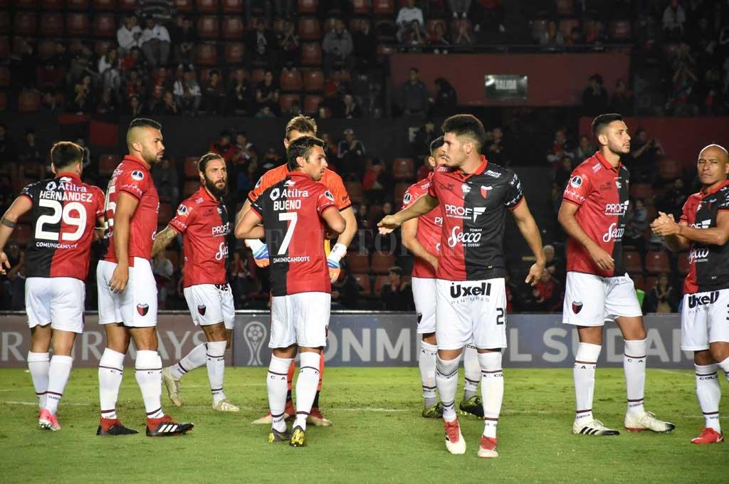 """Colón viaja en avión y  se """"instala"""" en Capital"""