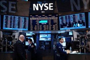 Riesgo país en 854 puntos y fuertes bajas de acciones argentinas en Wall Street -  -