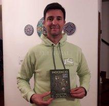 """Un libro sobre la inmigración  - Eguiluz es profesor de Educación Física y trabaja en escuelas secundarias de Santa Fe. Pero también es escritor y músico. Su primer libro editado fue """"El Eco"""", en 2014.  -"""