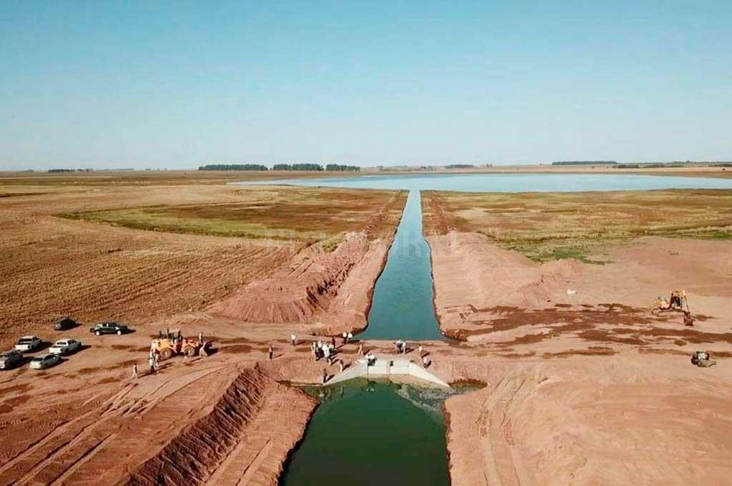 """Buenos Aires acusó a Santa Fe de """"volcarle"""" agua sin permiso - Esta es la obra recientemente habilitada y que generó la controversia. -"""