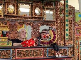 """Un clown santafesino en Taiwán - Entre las múltiples experiencias del reciente paso de """"Tuti"""" por Oriente, quedó un encuentro con un viejo titiritero que continúa con su labor a pesar de su avanzada edad. -"""