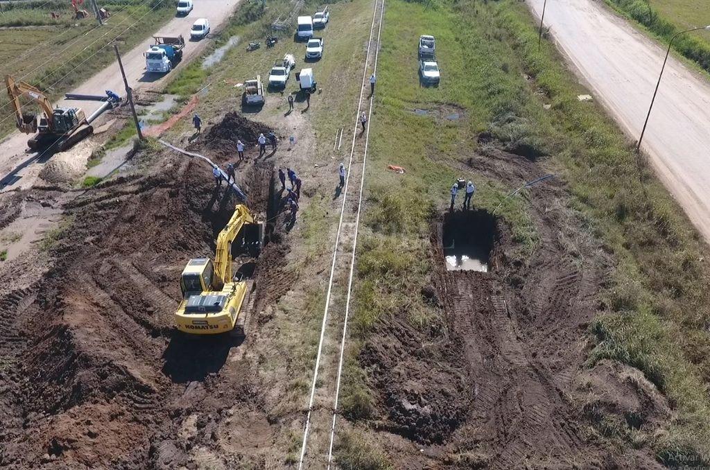 En un año ya repararon 4 veces el Acueducto Desvío Arijón - Preocupante. El 8 de abril se informó sobre una pérdida en un segmento de la cañería ubicado por debajo de las vías del ferrocarril, a la altura de Estados Unidos México. Su arreglo demandó varios días y se tuvo que restringir el servicio.  -