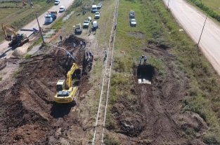 En un año ya repararon 4 veces el Acueducto Desvío Arijón - Preocupante. El 8 de abril se informó sobre una pérdida en un segmento de la cañería ubicado por debajo de las vías del ferrocarril, a la altura de Estados Unidos México. Su arreglo demandó varios días y se tuvo que restringir el servicio.