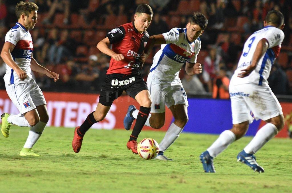 Colón le gana a Tigre en Victoria -  -