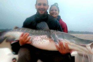Video: santafesinos lograron pescar un surubí de 40 kilos - Gonzalo Alcaraz y Virginia Gianre.