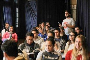 """""""Intentamos una democratización del pensamiento acerca del teatro"""" - La Escuela de Espectadores brinda a los alumnos una serie de herramientas para enriquecer su visión de las distintas puestas en escena. -"""