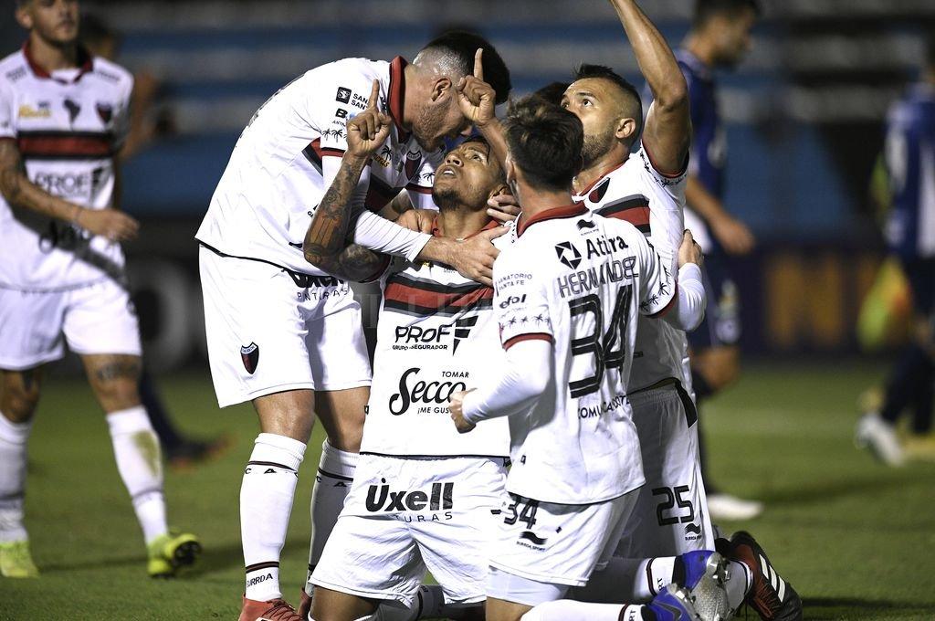 Colón goleó a Acassuso y avanza en la Copa Argentina -  -
