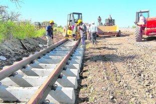 """Hacienda aprobó inversiones en ferrocarriles por $ 2,3 mil millones  - En medio del ajuste se habían """"diferido"""" obras de mantenimiento que ahora tienen plan  aprobado por la cartera a cargo de Dujovne. -"""