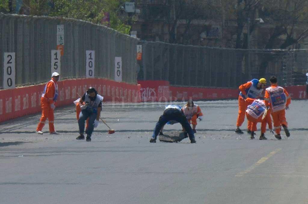 Los entrenamientos de la F1 se suspendieron por una alcantarilla