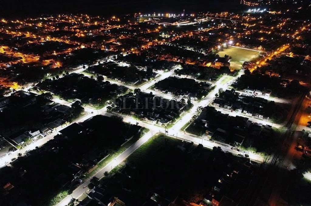 DESDE ARRIBA. Así lucen hoy las alrededor de 130 luces led recientemente instaladas en barrio La Chufilla. <strong>Foto:</strong> Gentileza Municipalidad de Coronda