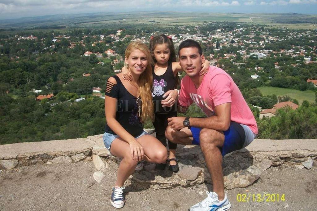 """Pocos días antes del crimen, durante las últimas vacaciones juntos de María, Adrián y su """"Flori"""". <strong>Foto:</strong> El Litoral"""